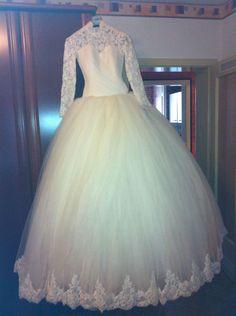 ♥ Maßangefertigtes Designer-Brautkleid von Miss Defne ♥ Ansehen: http://www.brautboerse.de/brautkleid-verkaufen/massangefertigtes-designer-brautkleid-von-miss-defne/ #Brautkleider #Hochzeit #Wedding