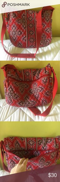 "Vera Bradley Messenger Bag Vera Bradley Messenger Bag; 15"" x 11"".  Lots of pockets!  Great for students, teachers, or anyone on the go.  Lightly used, great condition. Vera Bradley Bags Crossbody Bags"