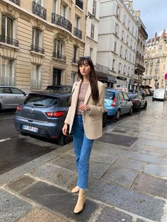 Parisian spring look: Rouje Jacques Blazer, Rouje Marais Jean & Beige Leather Lara Boots Celebrity Fashion Outfits, Girl Fashion, Celebrities Fashion, Style Fashion, Celebrity Style, Parisian Chic Style, French Girl Style, Petite Fashion Tips, Business Casual Outfits