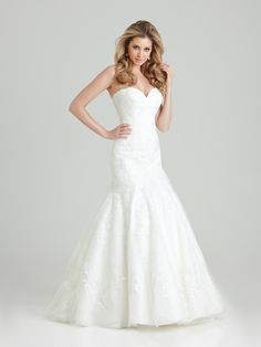Allure Bridals: Style: 2555, in stock sample size 16-Bridal Boutique, Saint Joseph, Missouri 816-233-6946