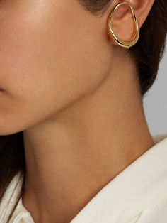 Caracol gold-plated earring.