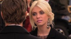 I really loved Jenny's powder-pink lipstick in this episode. [Gossip Girl]