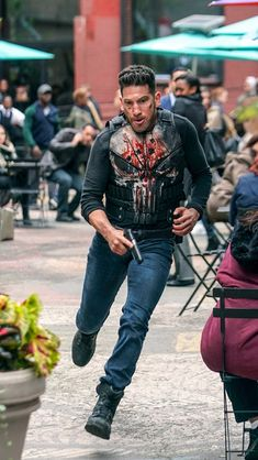 Jon Bernthal Photos - Jon Bernthal is seen on the set of 'The Punisher'. - Jon Bernthal On The Set Of 'The Punisher' Marvel Fan, Marvel Comics, Punisher Season 2, Punisher Netflix, Frank Castle Punisher, Vigilante, Jon Bernthal, Ben Barnes, Poses
