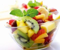 Fruit chaat pakistani recipes in urdu. Cream fruit chaat recipe in urdu and cream fruit chaat urdu recipes. It can be served in iftar or as a dessert like . Tropical Fruit Salad, Fresh Fruit, Fresh Mint, Colorful Fruit, Juicy Fruit, Mango Salad, Exotic Fruit, Brunch, Healthy Snacks