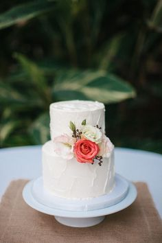 Simple two tier wedding cake. Photography: Love Is A Big Deal - loveisabigdeal.com #weddingcakessimple