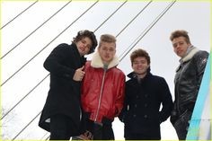 The Vamps Sing 'Somebody to You' for Thanksgiving Parade!