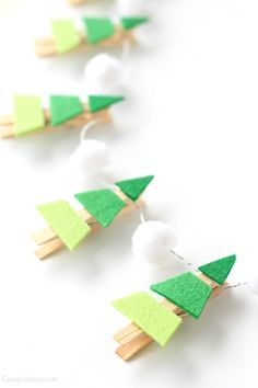 Christmas DIY Crafts for kids Christmas DIY Crafts for kids! The post Christmas DIY Crafts for kids & Basteln Weihnachten appeared first on Yorgo. Ombre Christmas Tree, Diy Christmas Tree Garland, Felt Christmas Decorations, Christmas Activities, Christmas Crafts For Kids, Holiday Crafts, Christmas Holidays, Christmas Ideas, Christmas Carol