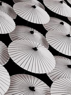Gray Aesthetic, Japanese Aesthetic, Aesthetic Themes, Aesthetic Images, Character Aesthetic, Aesthetic Backgrounds, Aesthetic Wallpapers, Vaporwave, Baddie