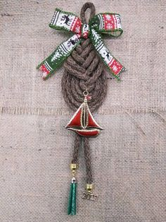 Glücksbringer für Weihnachten Christmas Home, Christmas Ideas, Christmas Gifts, Macrame Knots, Lucky Charm, Xmas Crafts, Charms, Drop Earrings, Ornaments
