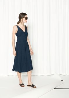 Made from soft viscose, this ultra-feminine dress features an elegant v-neck with sheer tulle edges.