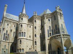 Palacio Episcopal de Astorga (León), obra de Antonio Gaudí.