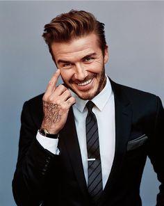 David Beckham'ı diğer futbol yıldızlarından ayıran en önemli özellikleri, sahanın dışında da çekiciliğiyle, stiliyle, aurasıyla ve özel hayatıyla ilgi odağı olmayı başarmak. David Beckham tarz olarak giyiminin dışında her sene değiştirdiği saç modeli ile de popüler olmayı başarıyor!    #HandeHaluk #ulus #menshair #menshaircut #menshairstyle #mensfashion #hairoftheday #hairdye #hairlife #hairlove #hairideas #hairsalon #hairartist #hairtrends #hairfashion