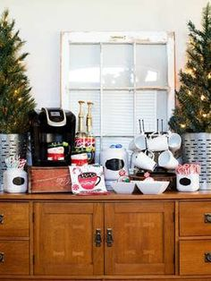 Set up an Easy Hot Cocoa Bar this holiday season for effortless entertaining! Diy Christmas Tree, Christmas Crafts For Kids, Christmas Goodies, All Things Christmas, Christmas Ideas, Christmas Time, Christmas Decorations, Free Party Invitations, Hot Chocolate Bars