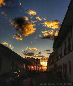 """@juanoproduction """"Las puestas de sol son tan hermosas que parece casi como si estuviéramos mirando a través de las puertas del cielo."""" #Popayán480 #popayan #picture #atardeceres #phothography #fotografía #colombia #verano #ciudadblanca #patojeando #JuanoProduction"""