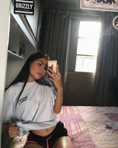 ೃ✧ 𝒂𝒏𝒅𝒙𝒆𝒔𝒔𝒂 ೃ✧ Girl Photo Poses, Girl Photos, Best Photo Poses, Tattoo Asian, Snapchat Picture, Instagram Pose, Selfie Poses, Chill Outfits, Photos Tumblr