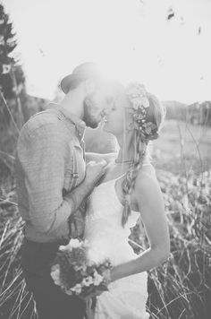Goldstaub-Fotografie; Wedding Inspiration; Bohemian Style. You can feel the love between them wehen you see the picture.