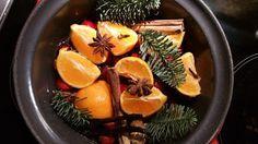 Kerstgeur in huis geeft dat speciale warme huiselijk sfeertje. Met de juiste ingrediënten en een zacht pruttelend goedje maak je die sfeer in huis.
