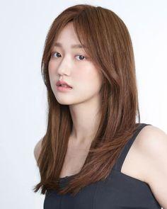 Brown Hair Korean, Korean Hair Color, Asian Hair, Medium Long Hair, Medium Hair Styles, Short Hair Styles, Haircuts Straight Hair, Long Hair Cuts, Honey Hair