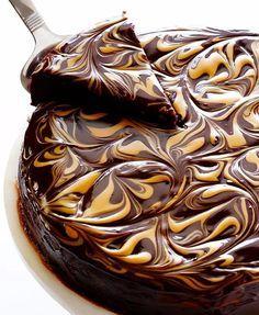 Peanut Butter Flourless Chocolate Cake. http://drinksfeed.com/peanut-butter-flourless-chocolate-cake/ #foodporn