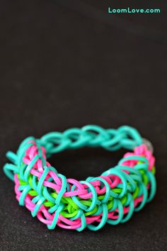 How to Make a Zippy Chain Rainbow Loom Bracelet Crazy Loom Bracelets, Loom Band Bracelets, Rubber Band Bracelet, Rainbow Loom Bracelets, Rainbow Loom Tutorials, Rainbow Loom Creations, Rainbow Loom Bands, Rainbow Loom Charms, Loom Love