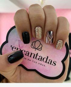 ᖇᗴᑕᑌᗴᖇᗞᗩ ᑫᑌᗴ Ꭲᗴᑎᗴᗰᝪᔑ ③ ᔑᗴᗞᗴ - Wail Tutorial and Ideas Gold Gel Nails, Nude Nails, Nail Manicure, Glitter Nails, Black Gold Nails, Stylish Nails, Trendy Nails, Hair And Nails, My Nails