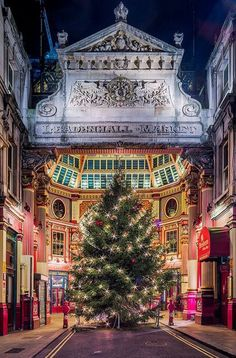 Leadenhall Market Christmas - Gracechurch Street, City of London [And many other beautiful pictures of Christmas in London. City Of London, Leadenhall Market London, The Places Youll Go, Places To Go, Visit Edinburgh, London Travel, British Isles, The Best, The Good Place