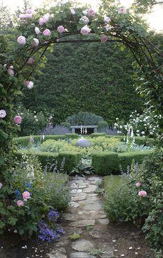 . #garden http://pinterest.com/ahaishopping/