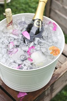 Garden party, flowers in ice cubes