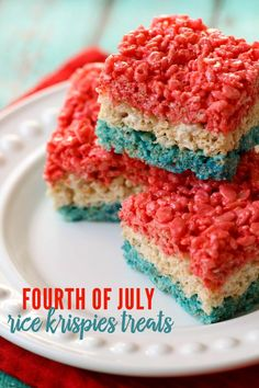 Fourth of July Rice Krispies Treats - perfect for any Patriotic celebration! { lilluna.com }