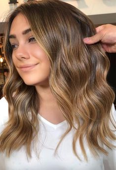 Brown Hair With Caramel Highlights, Brown Hair Balayage, Caramel Hair, Brown Blonde Hair, Dark Blonde, Brunette Highlights Summer, Blondish Brown Hair, Light Brown Hair Dye, Brown Hair Color Shades