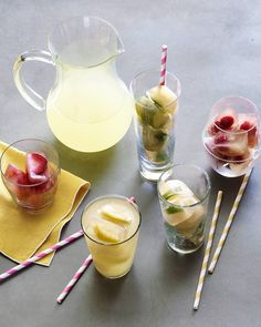 Add a twist to your favorite drinks with this easy and tasty ice cube recipe. Ingredients: - 5 oz of Gold Peak Lemonade Iced Tea - 1 handful fresh mint - 1 lemon cut into small wedges - 1 lime. Fruit Ice Cubes, Flavored Ice Cubes, Refreshing Drinks, Summer Drinks, Ice Cube Recipe, Royal Tea Parties, Whats Gaby Cooking, Fancy Drinks, Bar Drinks