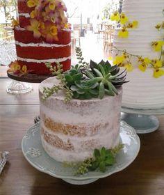 Decoração de bolos e doces com suculentas reais