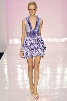 Jenny Packham Spring/Summer 2009 Ready-To-Wear Short Frocks, Runway Fashion, Fashion Outfits, Purple Fashion, Jenny Packham, Herve Leger, John Varvatos, Isabel Marant, Pretty Outfits