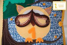 """Приятного просмотра! 1. ОБЛОЖКА Сова может прятаться , закрывая глазки крыльями) С совой можно здороваться за крылышко ) крылья на шарнирах, застежка """"пуговка с петелькой"""". На животике у совушки вышиты перышки)) Считаем звездочки (5 штук) 2. Времена года и ОБЛАКАУчим времена года, сравниваем :Зимой - снег и снежная тучаВесной - проталины и солнышкоЛетом - гроза и радуга с зеленой травкойОсенью -  ..."""