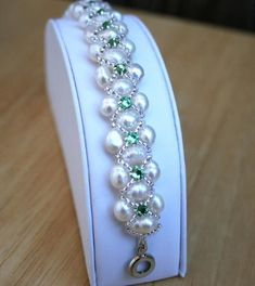 Freshwater Pearl tutorial http://lc.pandahall.com/articles/1195-how-to-make-a-woven-pearl-bracelet-with-seed-beads-full-tutorial-with-photos.html!: