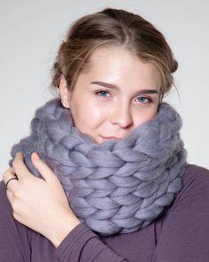 Chunky Wool Blankets, Pillows, Yarn & more. Knit Cowl, Scarf Knit, Wool Yarn, Merino Wool, How To Make Scarf, Chunky Wool, Circle Scarf, La Red, Neck Warmer