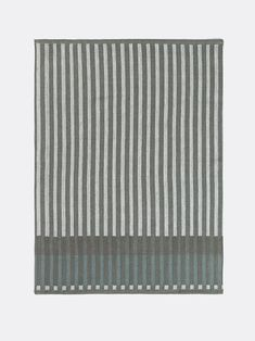 Twisting the traditional expression of a kitchen textile, the Grain Tea Towel adds a contemporary edge to your kitchen. Abc Wall, Eclectic Modern, Modern Shop, Jacquard Weave, Tea Towels, Grains, Outdoor Blanket, Textiles, Korn