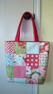 Quilted Tote Bags, Patchwork Bags, Patchwork Quilting, Quilting Fabric, Charm Pack Quilts, Tote Pattern, Fabric Bags, Girls Bags, Quilt Patterns