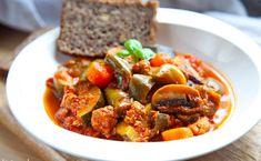 Leczo z mięsem mielonym. Pyszna odmiana dla wersji z kiełbasą. PRZEPIS Kfc, Coleslaw, Ratatouille, Pork, Ethnic Recipes, Sweet, Kale Stir Fry, Candy, Coleslaw Salad
