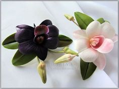 Заколки Фиолетовая и белая  орхидеи дендробиум. Холодный фарфор. Ручная работа. Цветы7 см. Вся композиция 8 х 10 см.