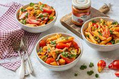 Sos pesto - do czego go wykorzystać? 5 prostych przepisów z sosem pesto Pesto, Chilli, Thai Red Curry, Risotto, Ethnic Recipes, Food, Essen, Meals, Yemek