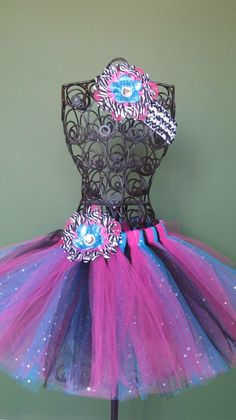 I wish I had a little girl that I could dress in this cute tutu!