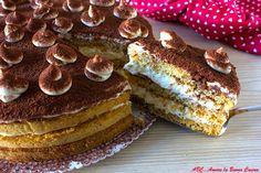 Torta tiramisù, una deliziosa torta con base di pan di spagna, farcito con golosa crema al mascarpone e panna e scaglie di cioccolato. Scopri la ricetta!