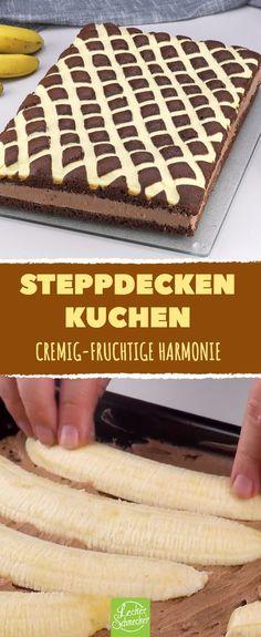 Der Steppdecken-Kuchen mit Schoko und Banane ist Schicht für Schicht ein Genuss! #rezept #rezepte #muster #kuchen #schoko #banane #pudding #cremig #fruchtig #schichten #lagen #vanille #kakao #hell #dunkel