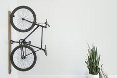 tiny bicycle plants - Google Search Ride Drawing, Bicycle Drawing, Vertical Bike Rack, Best Mountain Bikes, Minimalist Office, Cool Bike Accessories, Bike Storage, Yanko Design, White Walls