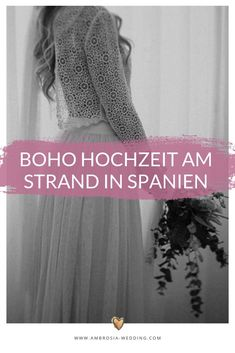 Heiraten am Strand in der Sonne am Meer ist wohl die romantischste Art sich zu trauen. Eine Hochzeit in Spanien am Meer ist entspannt und immer wunderschön. Ambrosia Wedding hilft dir bei der Planung deiner Strandhochzeit. Boho Hochzeit am Strand in Spanien. Traumhochzeit im Boho Stil, Boho Wedding in Spanien. Boho Deko für die Boho Braut.  #strandhochzeit #beachwedding #heiratenamstrand #bohowedding #bohohochzeit #bohodeko Hippie Chic, Mediterranean Wedding, Boho Stil, Wedding Designs, Boho Wedding, Bridal Dresses, Laid Back Wedding, Bride Dresses, Bridal Gowns