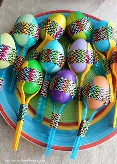 DIY Maracas – Garden Seeds and Honey Bees - Christmas-Desserts Music Instruments Diy, Instrument Craft, Homemade Musical Instruments, Toddler Crafts, Preschool Crafts, Crafts For Kids, Projects For Kids, Diy For Kids, Mexican Crafts