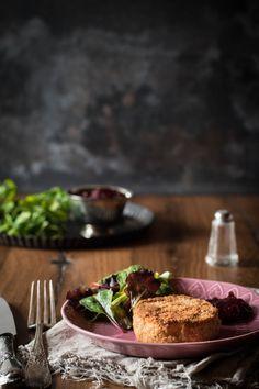 Gebackener Camembert geht immer - aber noch besser schmeckt er, wenn er hausgemacht ist! So knusprig und lecker! Ein schnelles Feierabendrezept