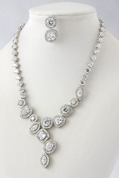 DIAMONDS!!! Drop Necklace, Gold Necklace, Women Accessories, Jewelry Accessories, Trendy Wedding, Dream Wedding, Wedding Ideas, Diamond Are A Girls Best Friend, Gold Bangles