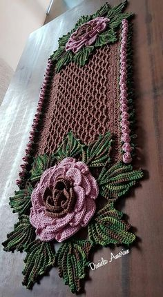 Crochet the Giant Rose Step by - Salvabrani - Salvabrani Crochet Scarf Diagram, Crochet Flower Patterns, Doily Patterns, Crochet Flowers, Crochet Home, Crochet Gifts, Cute Crochet, Irish Crochet, Crochet Potholders